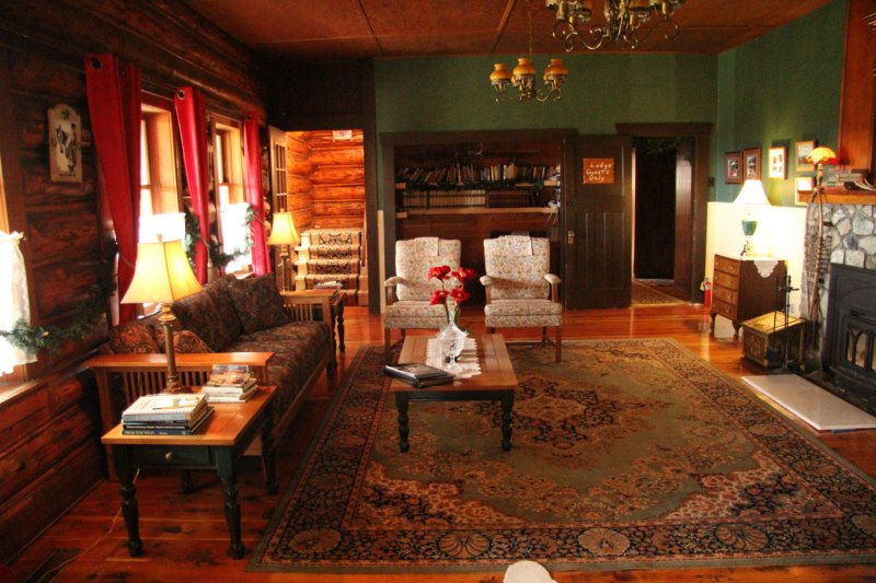 Cosy Interior Chilcotin Lodge